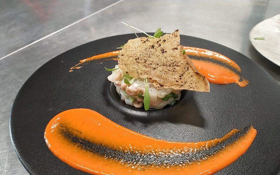 Tartare de noix de Saint-Jacques et crevettes grises à l'huile de truffes